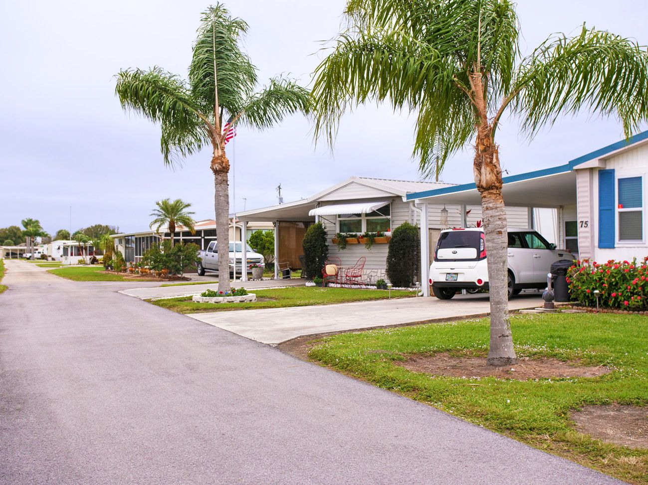 Large, well-spaced Okeechobee, FL Mobile Homes